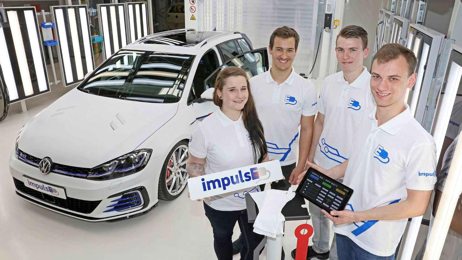 Стажёры VW и универсал Volkswagen Golf GTE Estate impulsE