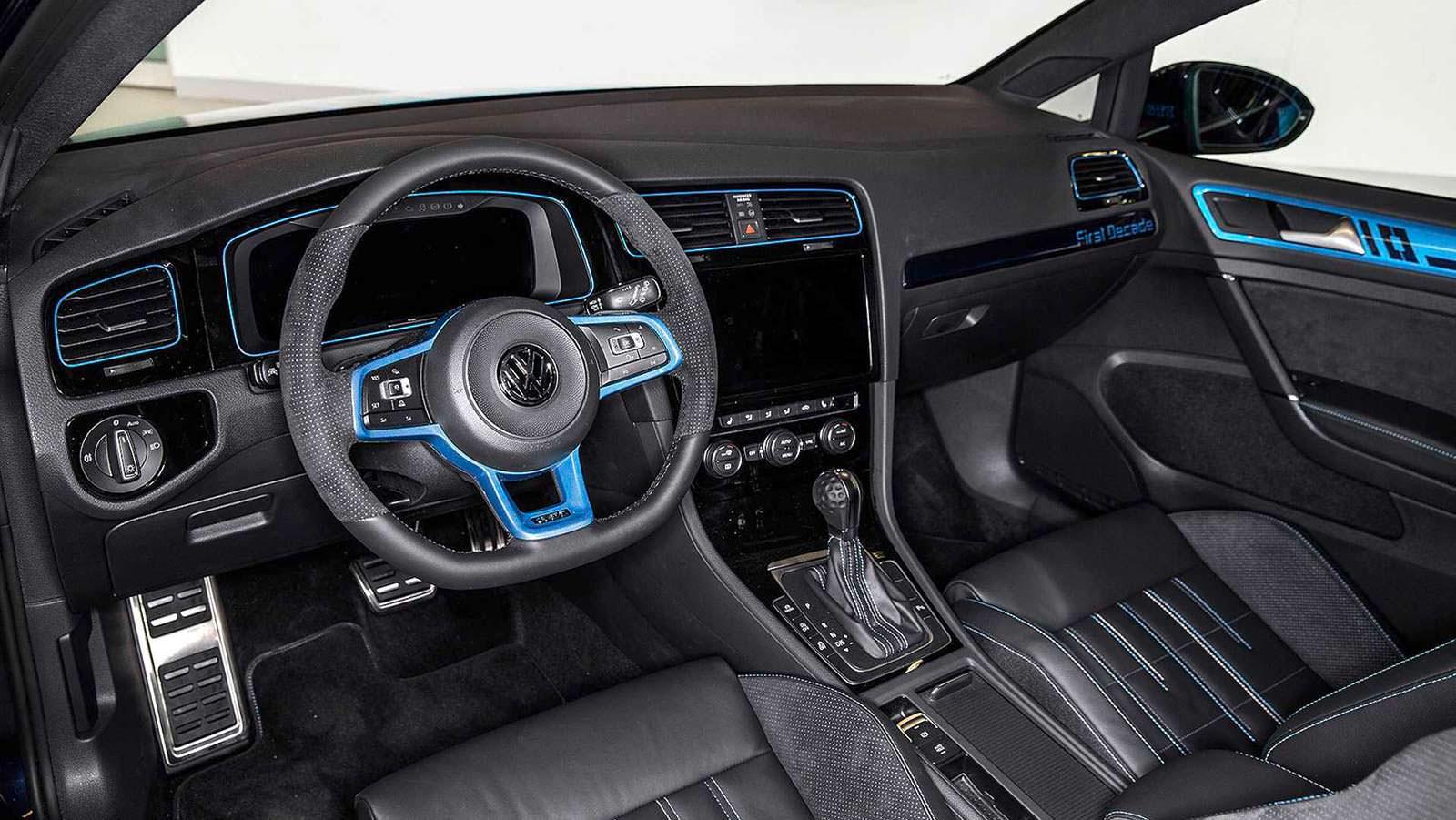 Фото салона Volkswagen Golf GTI First Decade