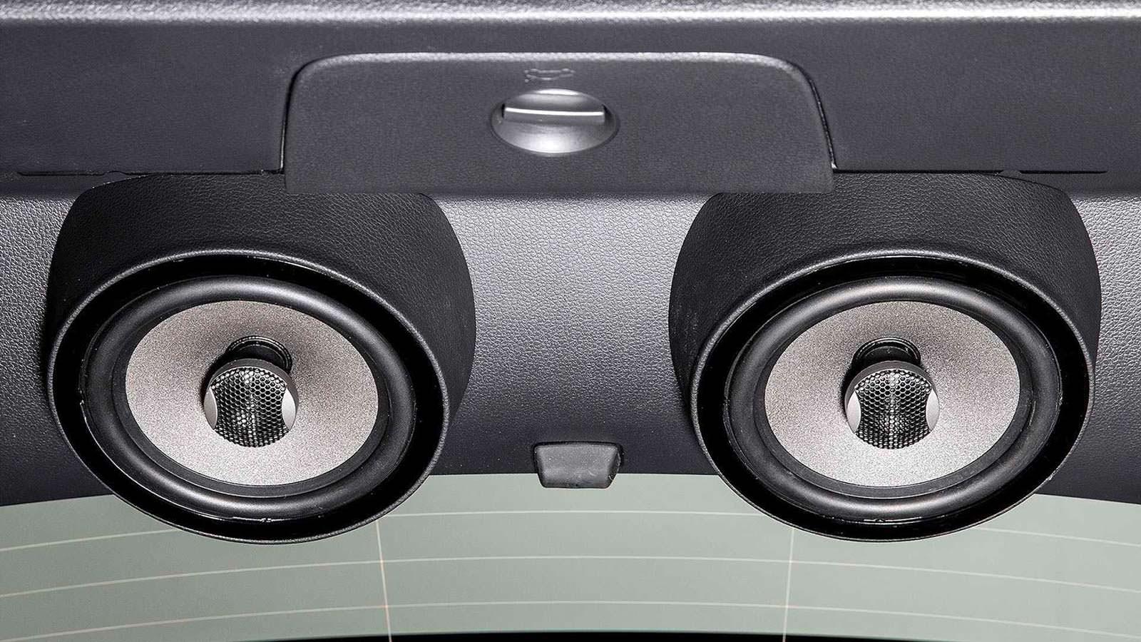 Динамики в салоне Volkswagen Golf GTI First Decade