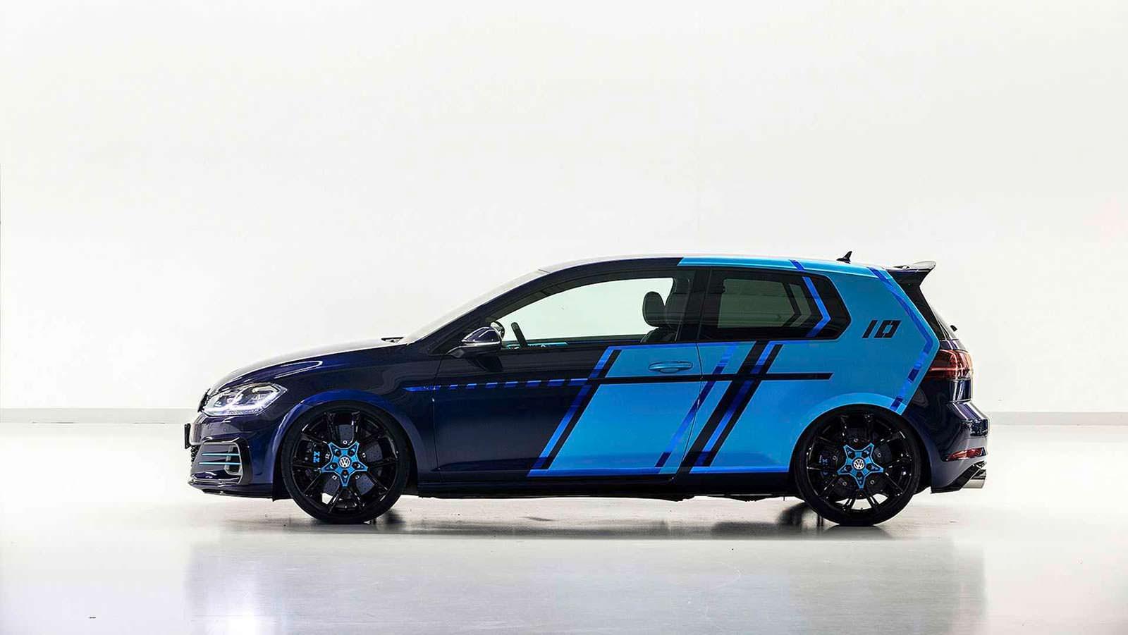 Двухцветный Volkswagen Golf GTI First Decade