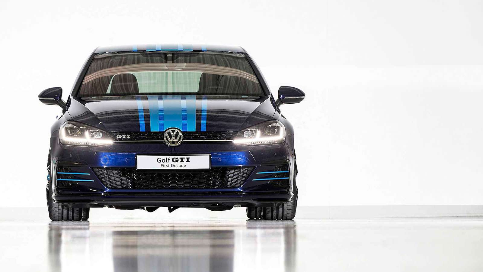 Фото | Хэтчбек Volkswagen Golf GTI First Decade 2017 года