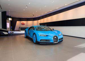 Фото | Bugatti Chiron в выставочном зале в Дубае, ОАЭ