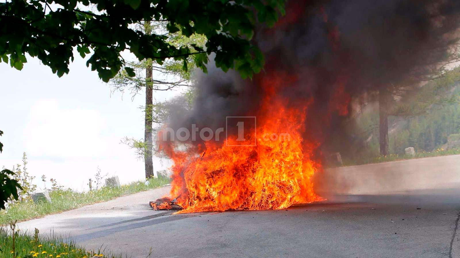 Огонь поглотил прототип Audi A7 Sportback 2019