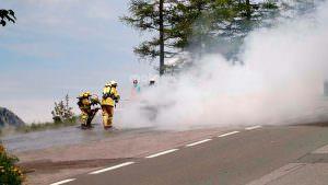 Пожарная бригада тушит Audi A7 Sportback в Альпах
