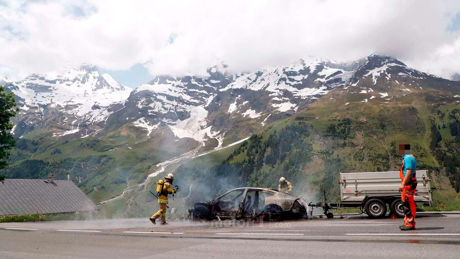 Потушенные остатки Audi A7 Sportback в Альпах