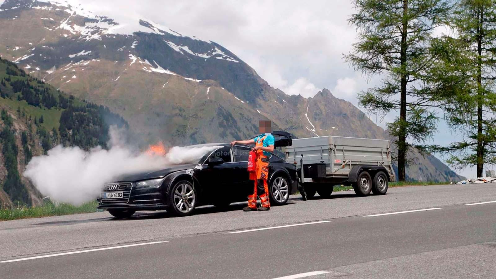 Самостоятельная попытка потушить Audi A7 Sportback