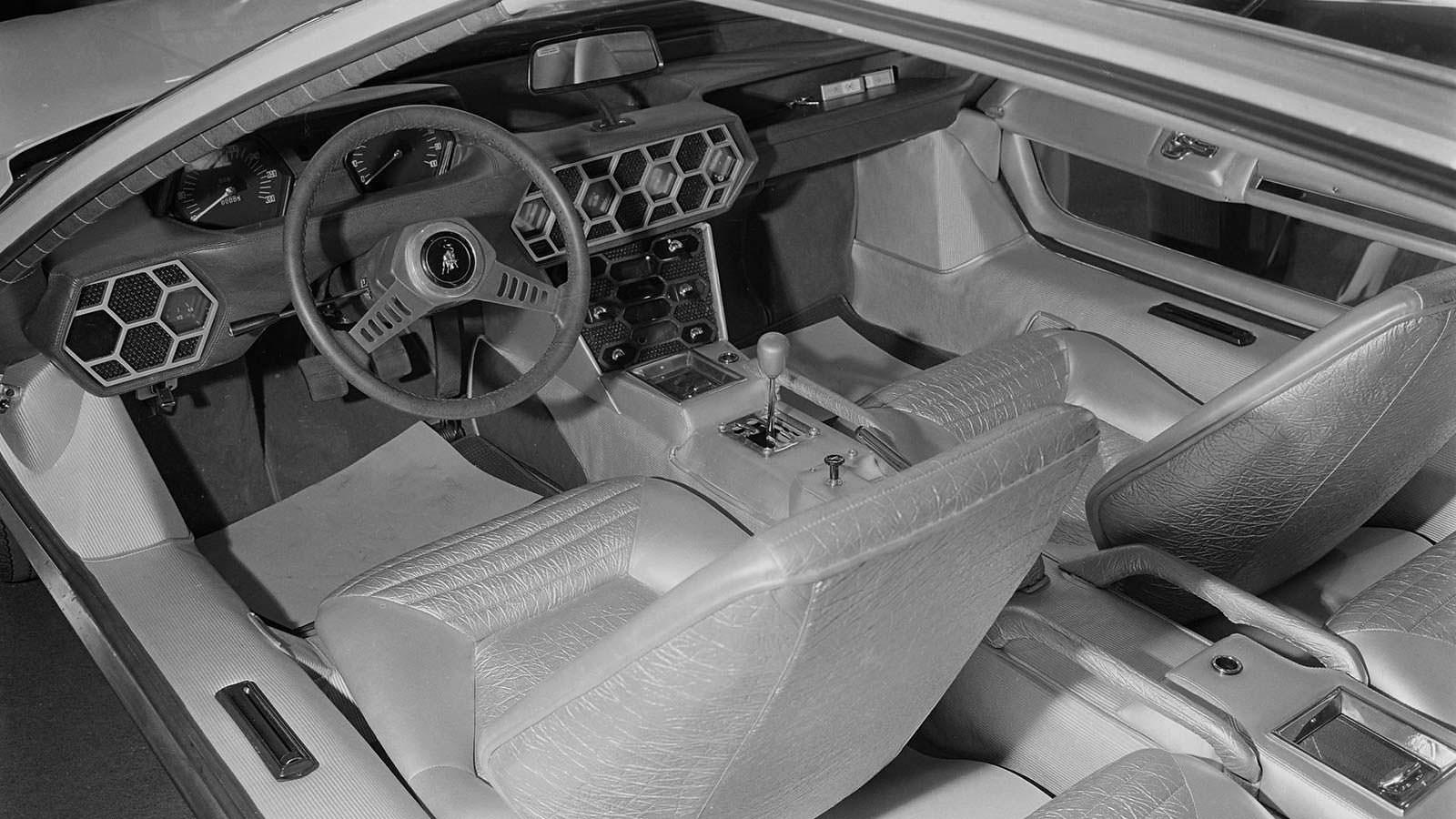 Четырёхместный салон Lamborghini Marzal 1967 года