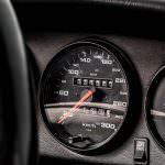 Одометр Porsche 911 Carrera RS 3.8 1995 года: почти 25 000 км