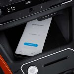 Volkswagen Polo: беспроводная зарядка смартфона