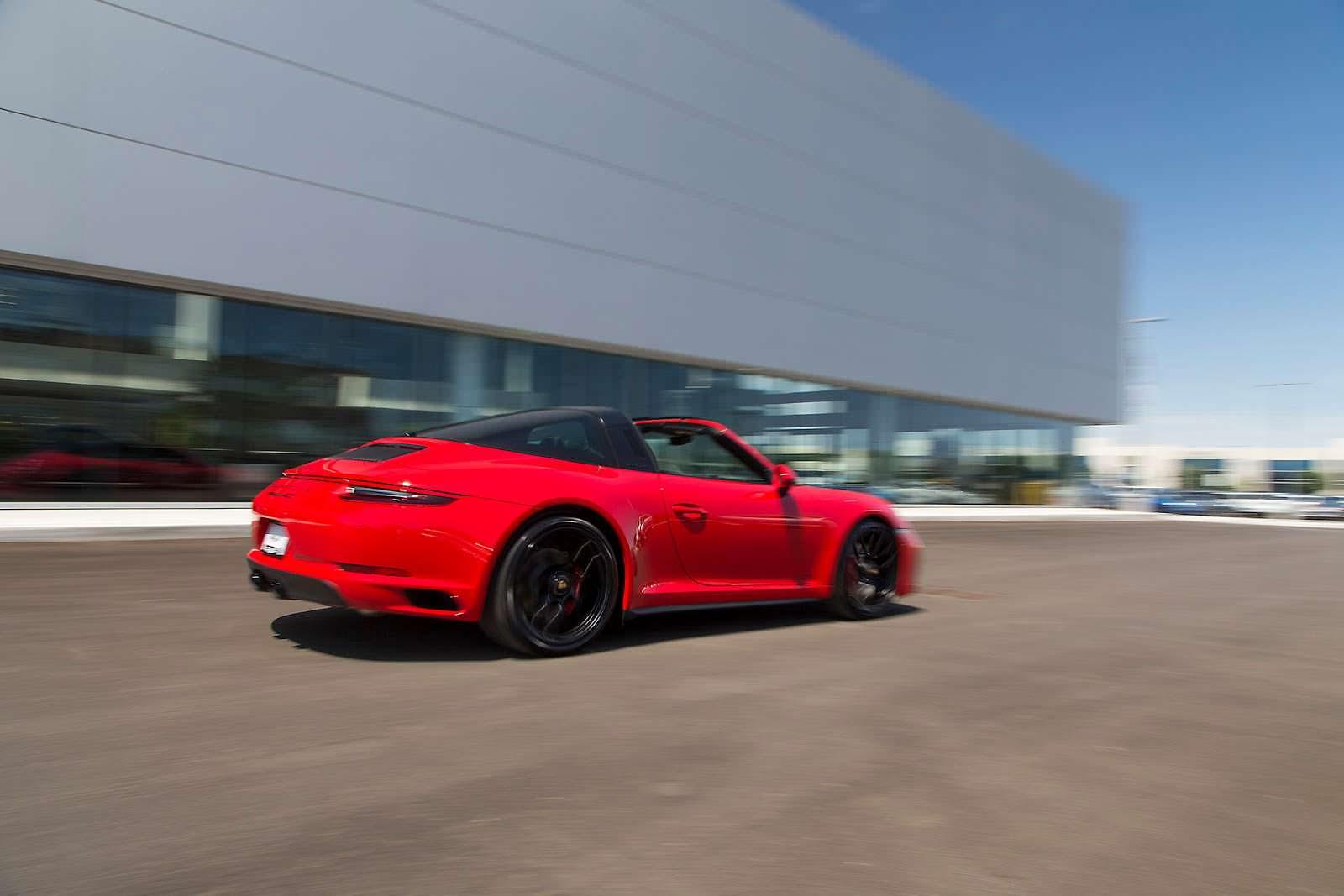 999999-я Porsche 911 Targa 4 GTS на дороге