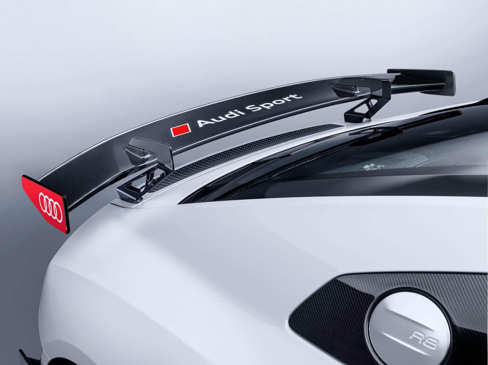 Спойлер из углеродного волокна Audi Sport