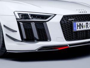 Агрессивный бампер со сплиттером Audi R8 Performance