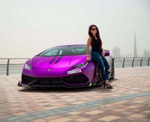 Девушка и Lamborghini Huracan Razmig от RevoZport