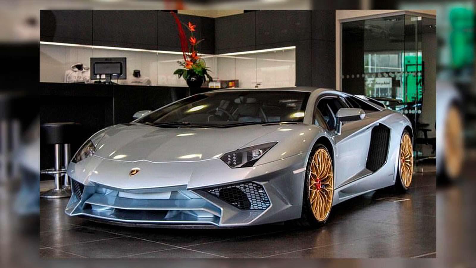 Последний Lamborghini Aventador SV цвета Liquid Metal Blue