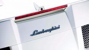 Надпись Lamborghini на моторном отсеке Concept S