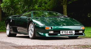 Зелёная Lamborghini Diablo SV 1997 года выпуска