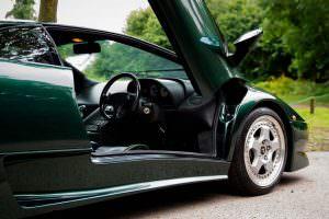 Открытые двери Lamborghini Diablo SV