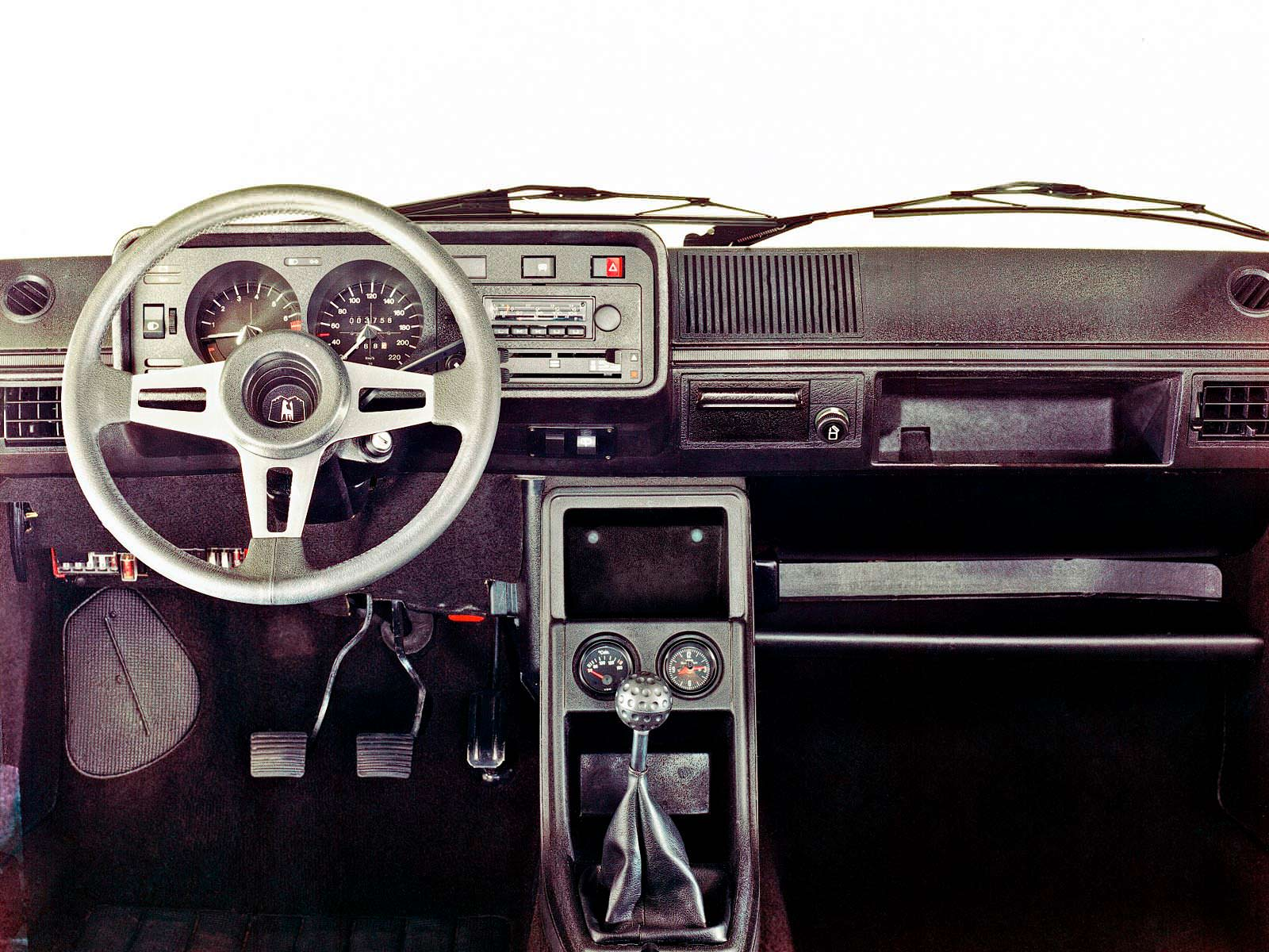 Фото салона Volkswagen Golf GTI 1
