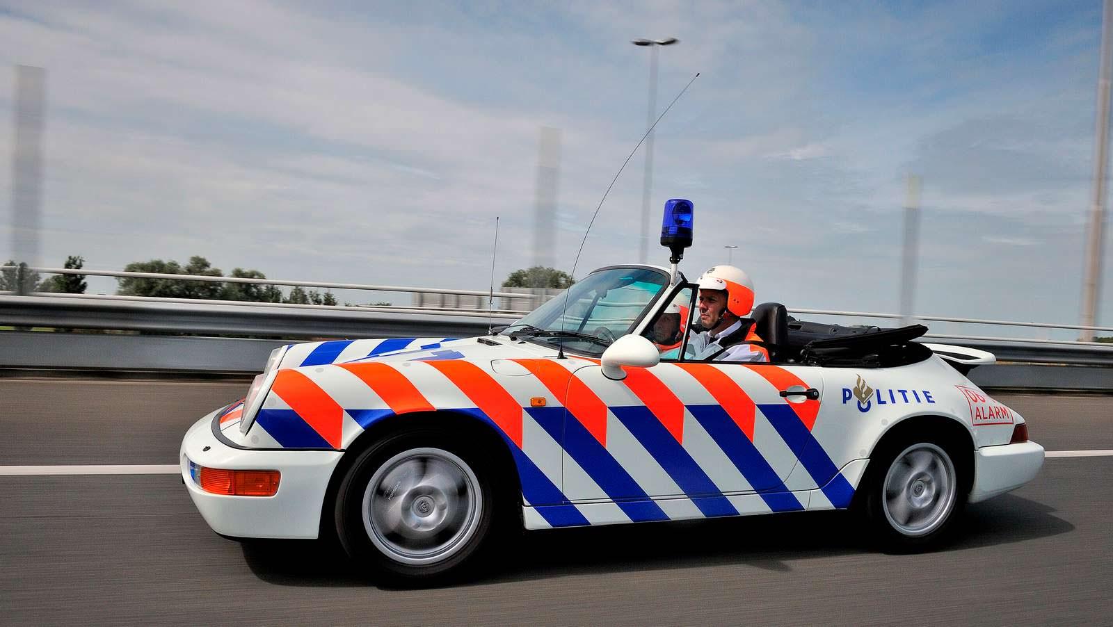 Классическая полицейская Porsche 911 в Голландии