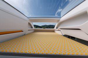 VW California XXL: большая двуспальная кровать на втором ярусе
