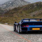 Фото суперкара Porsche 911 GT1 в Альпах