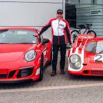 Красный Porsche 911 Carrera 4 GTS British Legends Edition
