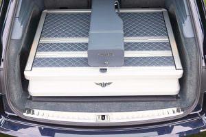 Алюминиевый кейс в багажнике Bentley Bentayga Field Sports