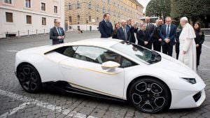 Суперкар Папы Римского Франциска Lamborghini Huracan