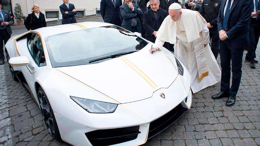 Lamborghini Huracan савтографом Папы римского Франциска выставят нааукцион Sotheby's
