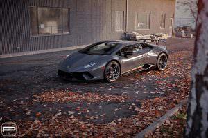Серая Lamborghini Huracan Performante