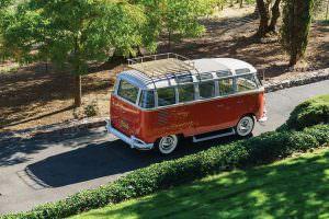 Микроавтобус Volkswagen Microbus Deluxe 1960 года