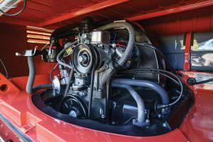 Оригинальный двигатель Volkswagen Microbus Deluxe 1960 года