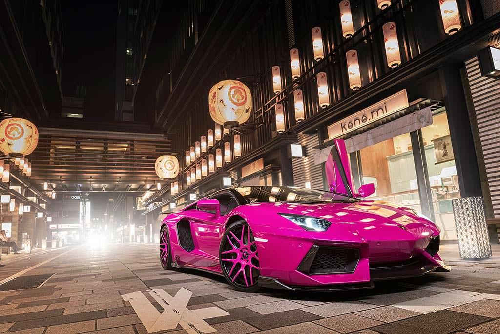 Розовый Lamborghini Aventador LP720-4 50th Anniversary