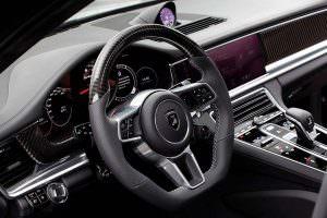 Вставки углерода на руле Porsche Panamera Stingray GTR