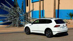 Белый Volkswagen Tiguan R-Line 2018