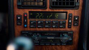 Приборная панель Bugatti EB110 GT 1993 года выпуска