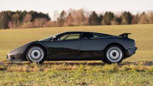 Коллекционная Bugatti EB110 GT 1993 года выпуска