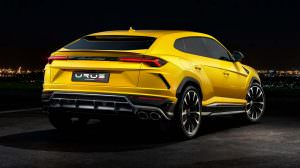 Жёлтый Lamborghini Urus 2018