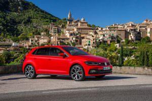 Красный Volkswagen Polo GTI 2018
