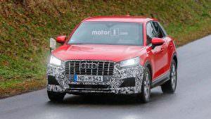 Горячий кроссовер Audi SQ2 на дорожных испытаниях