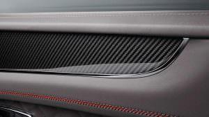 Глянцевый карбон в салоне 2018 Bentley Bentayga V8