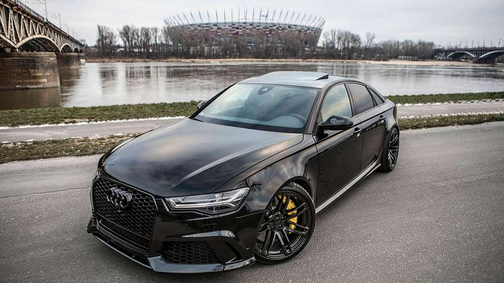 Чёрная Audi RS6 C7 Sedan