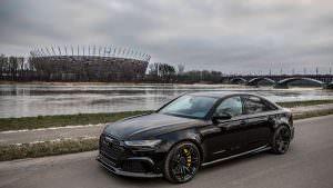 Чёрный седан Audi RS6 C7