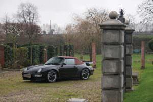 Чёрный кабриолет Porsche 993 Turbo Cabriolet 1995 года