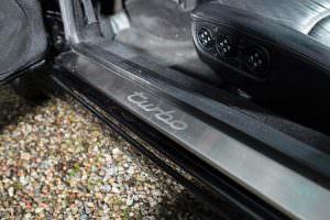 Дверные пороги с надписью Turbo в Porsche 993 Turbo Cabriolet
