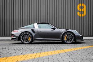 Чёрная Porsche 911 Targa 4 GTS. Тюнинг Mcchip-DKR