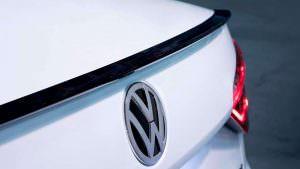 Чёрный спойлер на багажнике Volkswagen Passat GT 2018