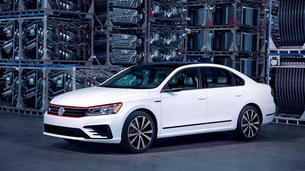 Volkswagen Passat GT 2018 для США