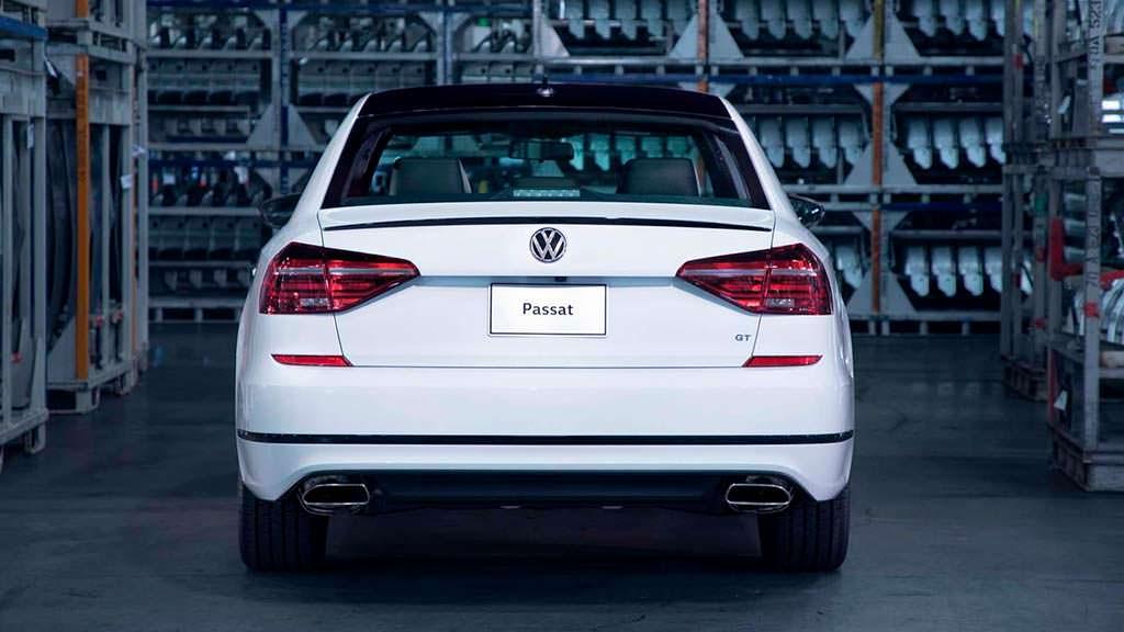 Серийный Volkswagen Passat GT 2018