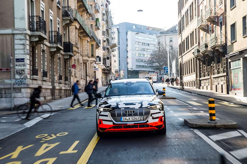 Прототип Audi E-Tron 2018 на улицах Женевы